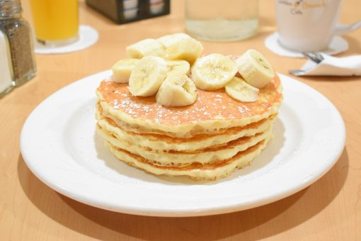 buttermilk pancakes with banana